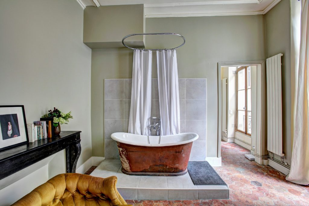 The rustic design immerses anyone who loves countryfied beauty.