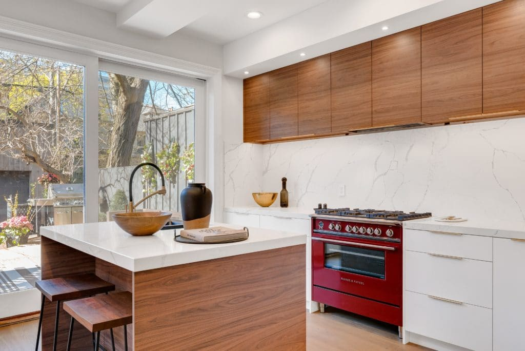 If you want to enhance the aesthetic look of your kitchen as inexpensive as you can, marble stones are your final target