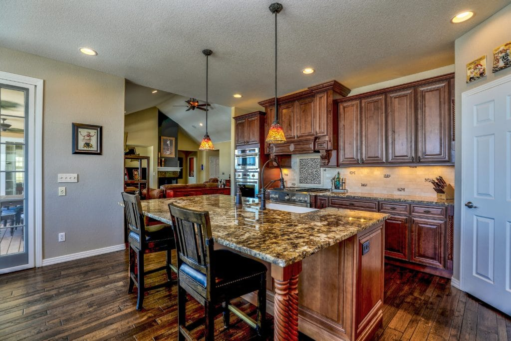 The style and color of lighting will highlight the kitchen in good taste